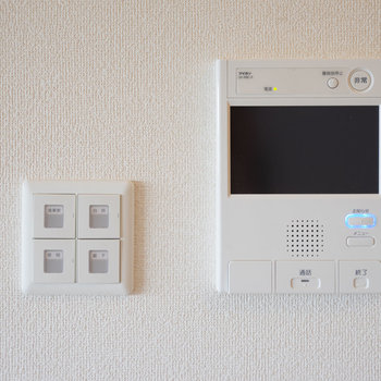 モニター付きインターホンです。※写真は同タイプ13階のお部屋です