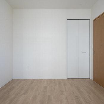 こちらもシンプルで使いやすい形です。※写真は同タイプ13階のお部屋です