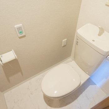 トイレはもちろん個室です。※写真は同タイプ13階のお部屋です
