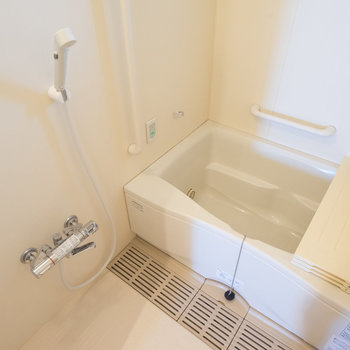お風呂は追い焚き付いてます※写真は同タイプ13階のお部屋です