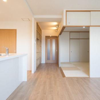 和室とは引戸でつながります。※写真は同タイプ13階のお部屋です