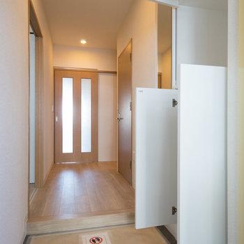 玄関もゆったり。※写真は同タイプ13階のお部屋です