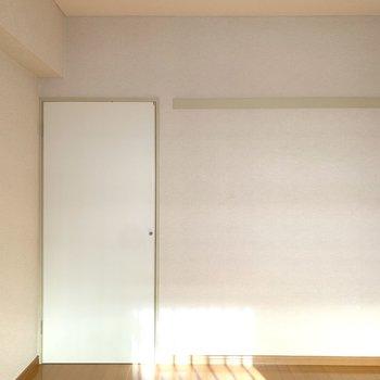【洋室2】長押と収納が並んでいます。