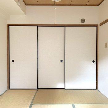 【和室】左側に押入があるようです。