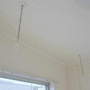 その上部に窓際で室内干しも可能なので。
