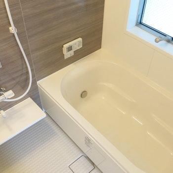 窓付きの浴室が気持ちいい!