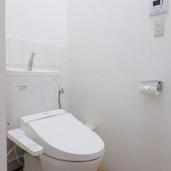 床がレトロ!でもトイレは新しい!