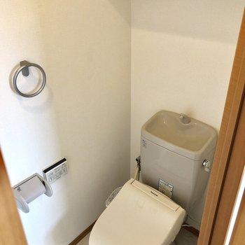 トイレはウォッシュレット付きですよ。