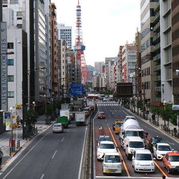 駅からの道中、東京タワーがこんにちは