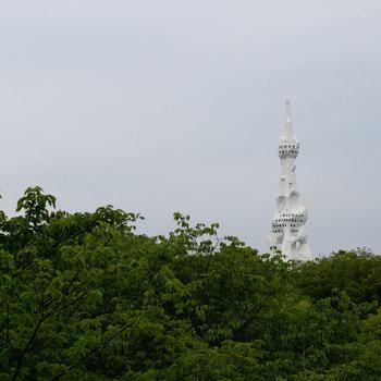 PLタワーが見えます。8月1日には恒例の花火大会が。夏も楽しみ。