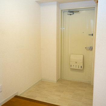 玄関、広めですね。下駄箱はご自分で好きなものを。