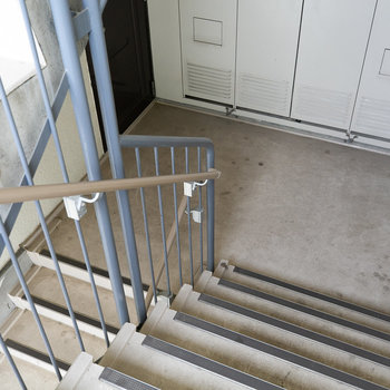 2階まで階段ですが、広めですよ