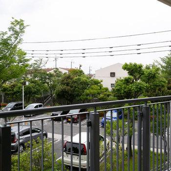2階ですが、さすが団地、眺望ひらけてますね。緑モサモサです。