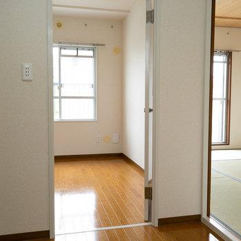 リビングの反対側には、洋室と和室がひとつずつ。ファミリーにぴったり。