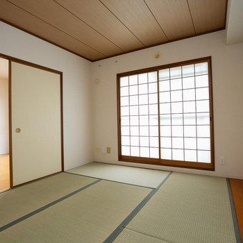 リビングから襖で仕切られた和室は、子どもの遊び場に最適。