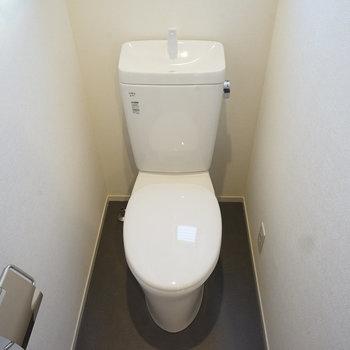 トイレは新品に交換!今回はウォシュレットを付ける予定です。※写真は同間取り同階、別部屋のものです。