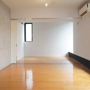 こっちは寝室に。二面採光。※写真は反転間取り2階の別部屋です。
