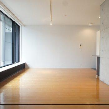 こちらはリビング。※写真は反転間取り2階の別部屋です。