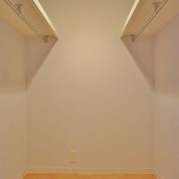 クローゼット広いんです!!※写真は反転間取り2階の別部屋です。