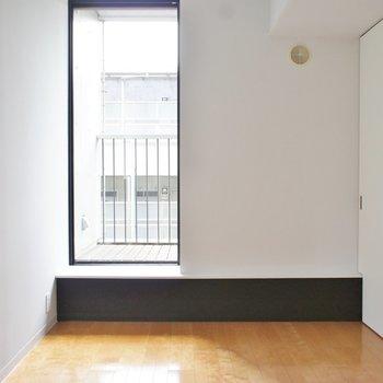 こちらは寝室。※写真は反転間取り2階の別部屋です。