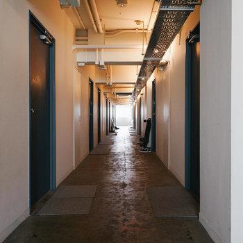 共用廊下はこんな感じ。
