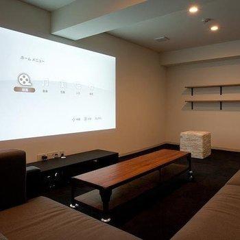 こーんなシアタールームも。サッカー観戦や映画鑑賞ができます。