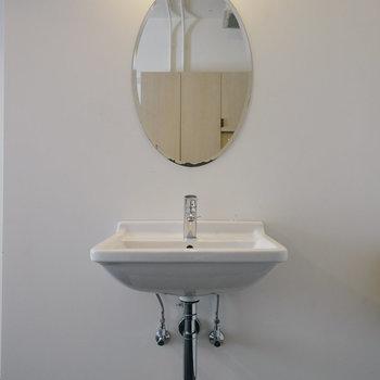 【306号室】シェアハウスながらも独立洗面台も!