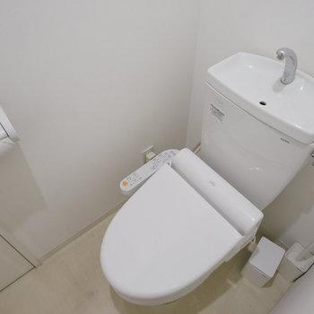 トイレは各階にあります。