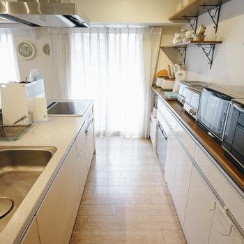 【3Fラウンジ】キッチンも充実!