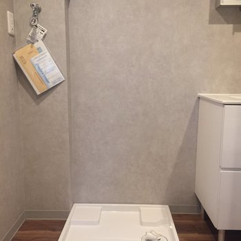 洗濯機置き場は洗面台の隣です。※写真は前回募集時のものです