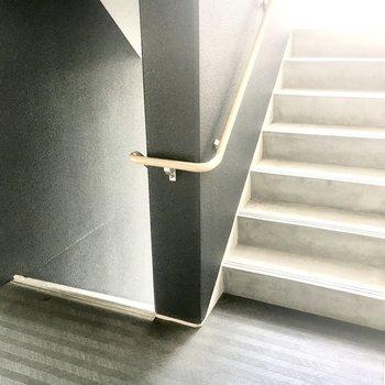 【共有部】急いでいる時は階段で!