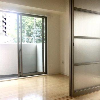 DKと洋室はスライドドアで分けられますよ。