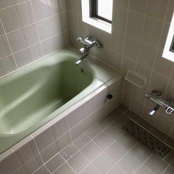 お風呂も明るくて清潔感ある