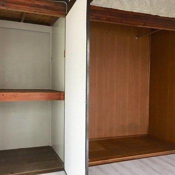 収納、たっぷり!右の押し入れは扉がないのでカーテンを付けてもいいですね。