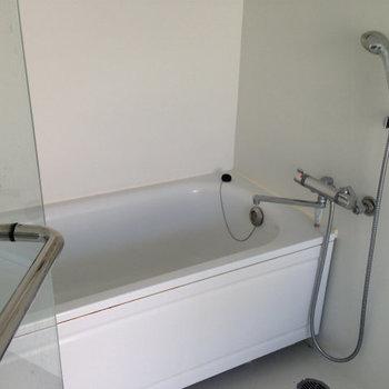 ピカピカお風呂※写真は3階の似た間取りの別部屋です。