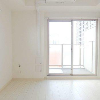 ミニサイズの1K。※写真は14階の同間取り別部屋です。