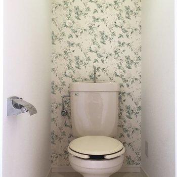 トイレはシンプルに(※写真は清掃前のお部屋のもの)