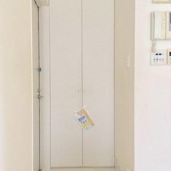玄関はコチラ。シンプルにいこう