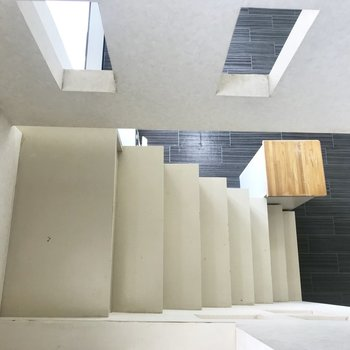 階段の上からの眺め〜※写真は同間取り別部屋です