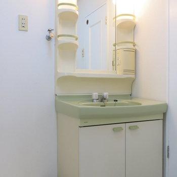 独立洗面もついて便利ですね!