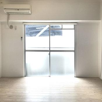 塗装壁に無垢床。それだけでオシャレ。