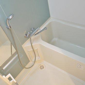 浴室乾燥付き。※写真は同タイプの別室。
