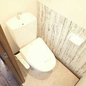 トイレの壁紙が特徴的!