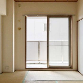 エアコンは持ち込みで取り付けられますよ。(※写真は7階の同間取り別部屋、清掃前のものです)