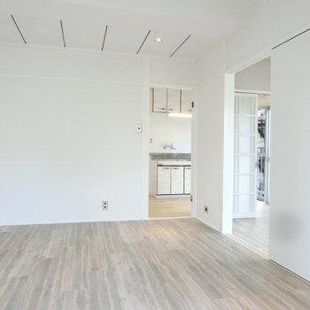 天井がお洒落な洋室