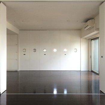 キッチンは隠すこともできます ※写真は13階の同間取りのお部屋です。
