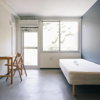 こちらはネイビーのお部屋。