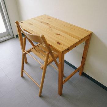 テーブルは折り畳み式!
