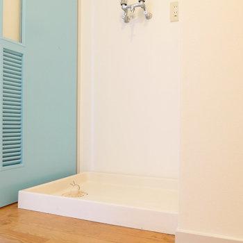 脱衣所に洗濯機置場です。