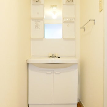洗面所は独立してます。